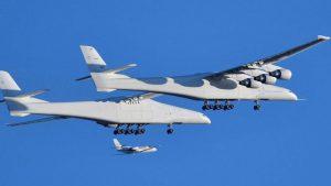 بزرگترین هواپیمای جهان نخستینبار از روی زمین برخاست.